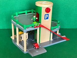 BRIO MULTI-LEVEL PARKING GARAGE for THOMAS & WOODEN TRAIN ENGINE RAILWAY SET
