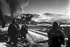 New 5x7 Korean War - Conflict Photo: U.S. Marines Advance with Air Support