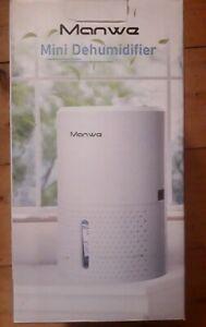 Dehumidifier Manwe, 900ML Portable Small Electric Dehumidifier Ultra Quiet
