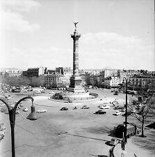 PARIS c. 1960 - Autos Place de la Bastille - Négatif 6 x 6 - N6 P92
