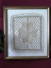 Tableau/cadre motif fleur trèfle en dentelle du Puy