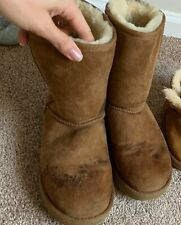 UGG's CLASSIC SHORT II BOOT size 9  Chestnut color