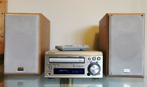 ONKYO CR-305FX Mini Hi Fi - CD/FM/AM Tuner with Speakers and remote.