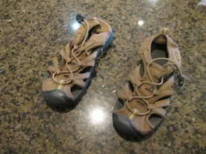 KEEN Newport H2 Youth 4 Sandals Athletic brown  Boys Girls Canvas  hiking