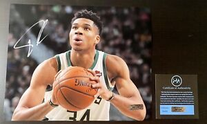 Giannis Antetokounmpo Milwaukee Bucks Signed Autographed 8x10 Photo W/COA