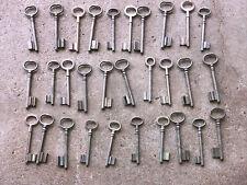 n° 57  Lot 30 clés anciennes de porte serrure clef / déco Clef table de mariage