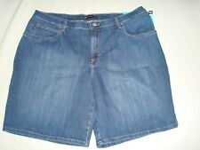 Women Lee Relaxed Fit Bermuda Size 24W Medium NWT