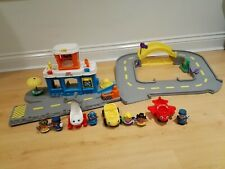 Fisher Price Little People Large Discovery Airport with 6 Figures & 3 Vehicles