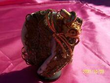 Ancien chapeau de poupée XIXème. Velours gris rosé galon doré. Adorable. Réf N°4