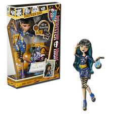 Monster High Picture Day Cleo de Nile 11-Inch Fashion Doll & Accessories -Mattel