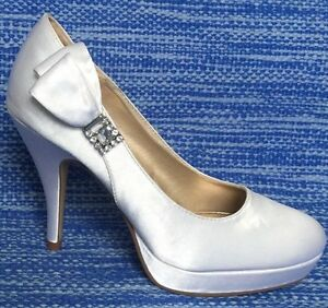Unlisted Secret File Wedding White Satin Heels Rhinestones & Bow sz 6 M
