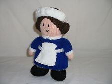 Hand-knitted Doll Jouet Doux en servante/infirmière uniforme – ref 1193