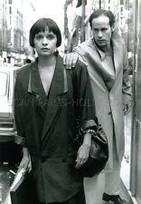 JEANNE GOUPIL  HUGUES QUESTER  SALON DU PRÊT A SAIGNER 1986 VINTAGE PHOTO