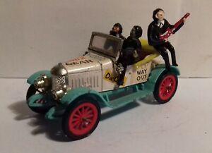 Vintage 1960s Dinky Toys 486 DINKY BEATS 1913 Morris Oxford Bullnose & figures