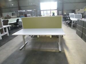 Single Seat Workstation/Desk w/ Partition/Privacy Screen
