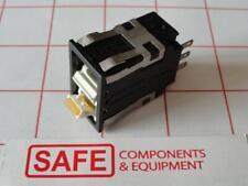 Honeywell Switch Rocker AML26FBF2AA01YX Yellow LED 1Pole 2-Pos Maint/Maint B35-3