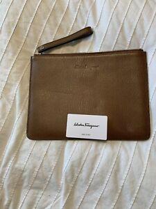 New Auth Salvatore Ferragamo Unisex Logo Revival Leather Zip Folder Folio $895