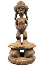 Art Africain - Maternité Baoulé sur un Tabouret Akan - Patine Croûteuse - 45 Cms