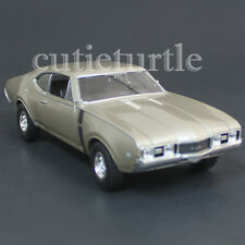 Welly 24024 1968 Oldsmobile 422 1:24 Diecast Model Car Gold