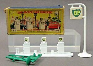 Matchbox #A1 BP GARAGE PUMPS & SIGN near mint in box COMPLETE w/lamps & figure