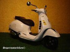 1:12 Vespa GTS 300 Super Weiss 2011 / 01936