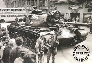 AK, Berlin Mitte, Panzer am Checkpoint Charlie, 1960er, um 2010