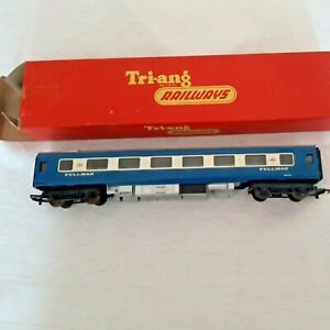TRI-ANG R426 'OO' BLUE PULLMAN PARLOUR CAR TYPE 6 WITH SEATS ~ BOXED