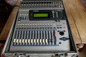 YAMAHA 01V Digital-Mixer 24 Eingänge; professionelles Flightcase