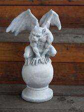 Deko Steinfigur Torwächter Gargoyle Drachen auf Kugel Steinguss Skulptur Garten