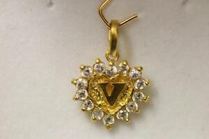 22ct/916 stunning aatractive indian gold initial pendant letter V *Boxed*