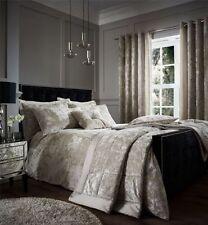 Couvre-lit beige en polyester