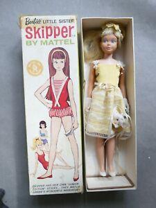 SKIPPER Mattel 1963 et tenue en boite avec socle