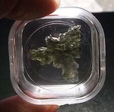 Besednice moldavite spécimen triangulaire (1,6 grammes) longueur 25 X25 X25 mm