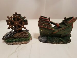 Aquarium Decorations, Set of 2, Pirate Shipwreck and Ship's Steering Wheel