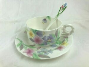 BEAUTIFUL HANKOOK BONE CHINA CUP, SAUCER & SPOON - DELICATE FLORAL PATTERN