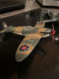 Dinky Toys Meccano Ltd Spitfire Mk 2 719 + Messersshmitt