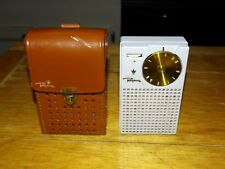 First Gen. Regency tr1 transistor radio w original leather case great conditiOn