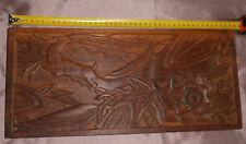 """Panneau bas-relief en bois lourd sculpté """" Gazelle et fleur """" de style art déco"""