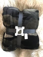 Nwt💕Victoria's Secret🌟Pink💎Camo Sherpa Blanket Throw Cover Camouflage 60X72In
