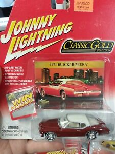 WHITE LIGHTNING 1971 BUICK RIVIERA     2004 JOHNNY LIGHTNING CLASSIC GOLD   1:64