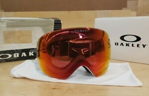 NEW-Oakley Flight Deck XM Snow Goggles Matte White Prizm Torch Iridium