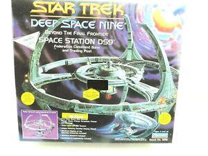 1994 Collectors #040914 STAR TREK Deep Space Nine Station DS9 Model 6251