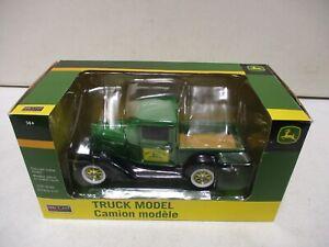 Spec Cast John Deere Truck Model Pickup 1/25