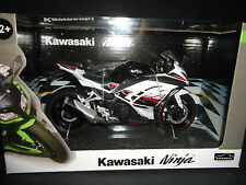 Automaxx Kawasaki Ninja 300 2014 Black and White 1/12