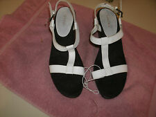 Merons ladies white platform sandals new without tags size 9