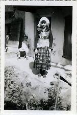 PHOTO ANCIENNE - VINTAGE SNAPSHOT - FILLE DÉGUISEMENT FOLKLORE - DISGUISE