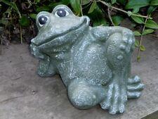 Steinfigur Tierfigur Frosch sitzend Garten olivgrün