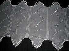 16 cm breite Scheibengardine 46 cm hoch bestickt