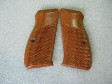 NEW GRIP FOR CZ-75/CZ-85 COMPACT, CHECKERED HARD WOOD WITH FRAME HANDMADE G99