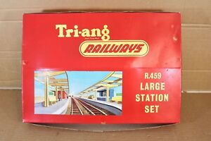TRIANG R459 LARGE STATION SET in PRESENTATION BOX BOXED